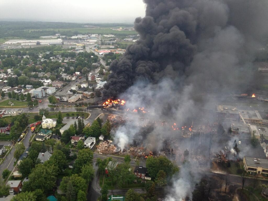 Lac_megantic_burning_oil_train_derailment_quebec_canada_railworld